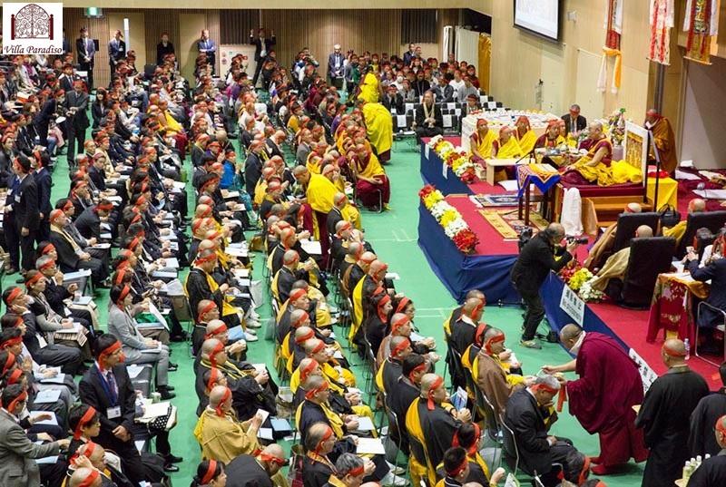 Dalai Lama gives teachings